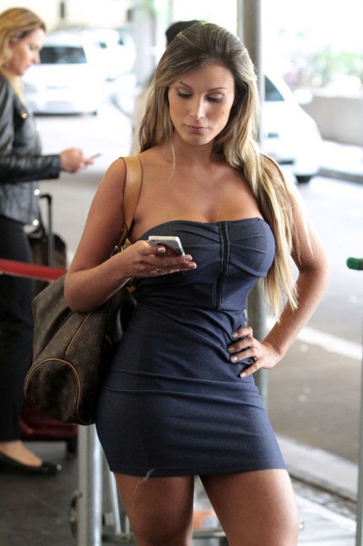 Pin By Omglmaowtf Com On Celebrities Pinterest Boobs Curves And Phone