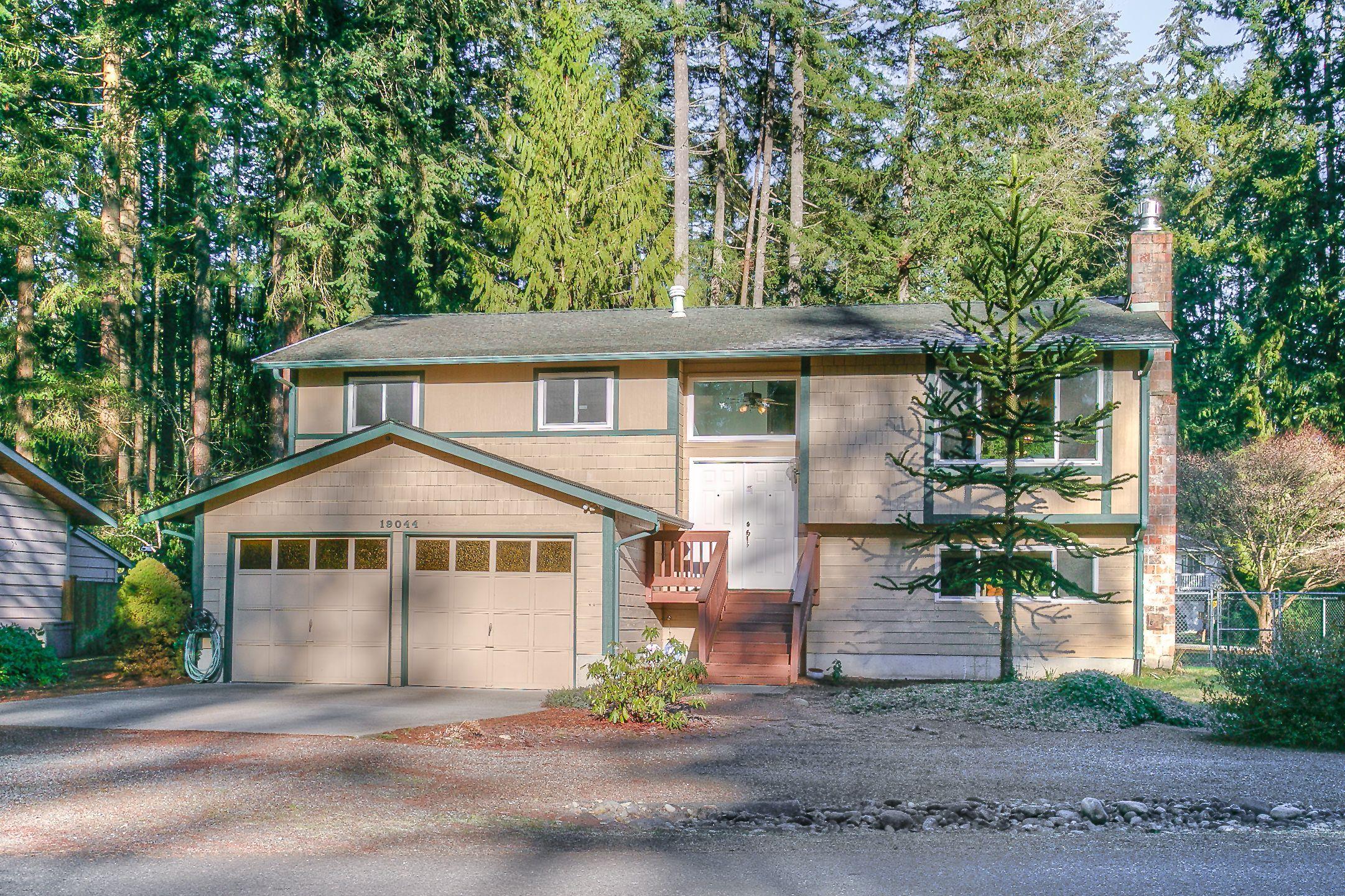 Cottage lake beach club private lake access neighborhood