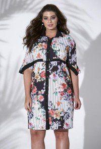 516b2959f9 modelo cabelo castanho veste vestido plus size floral com listras padrao
