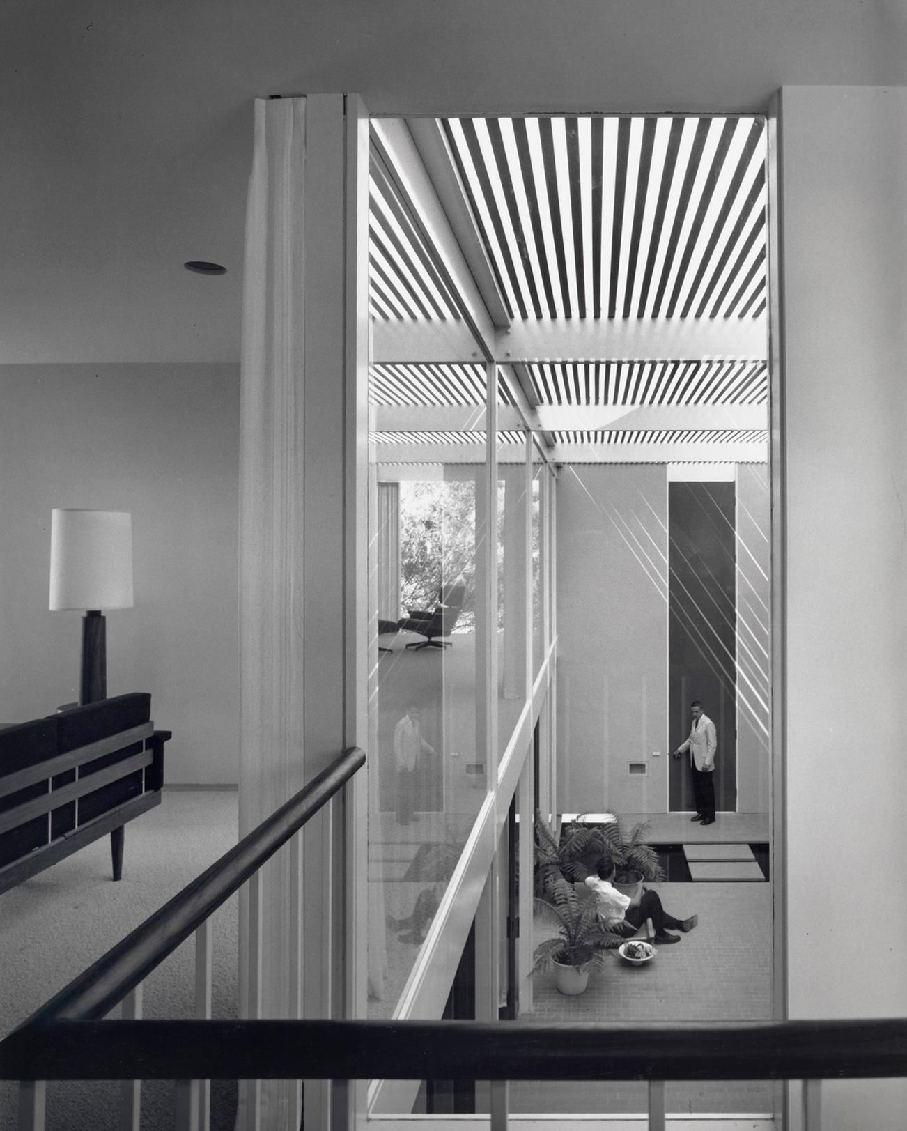 Case Study House #25 - the Frank Residence. Designed by Edward Killingsworth and located on a canal in Long Beach, California the home was completed in 1962. Photo: Getty / Shulman