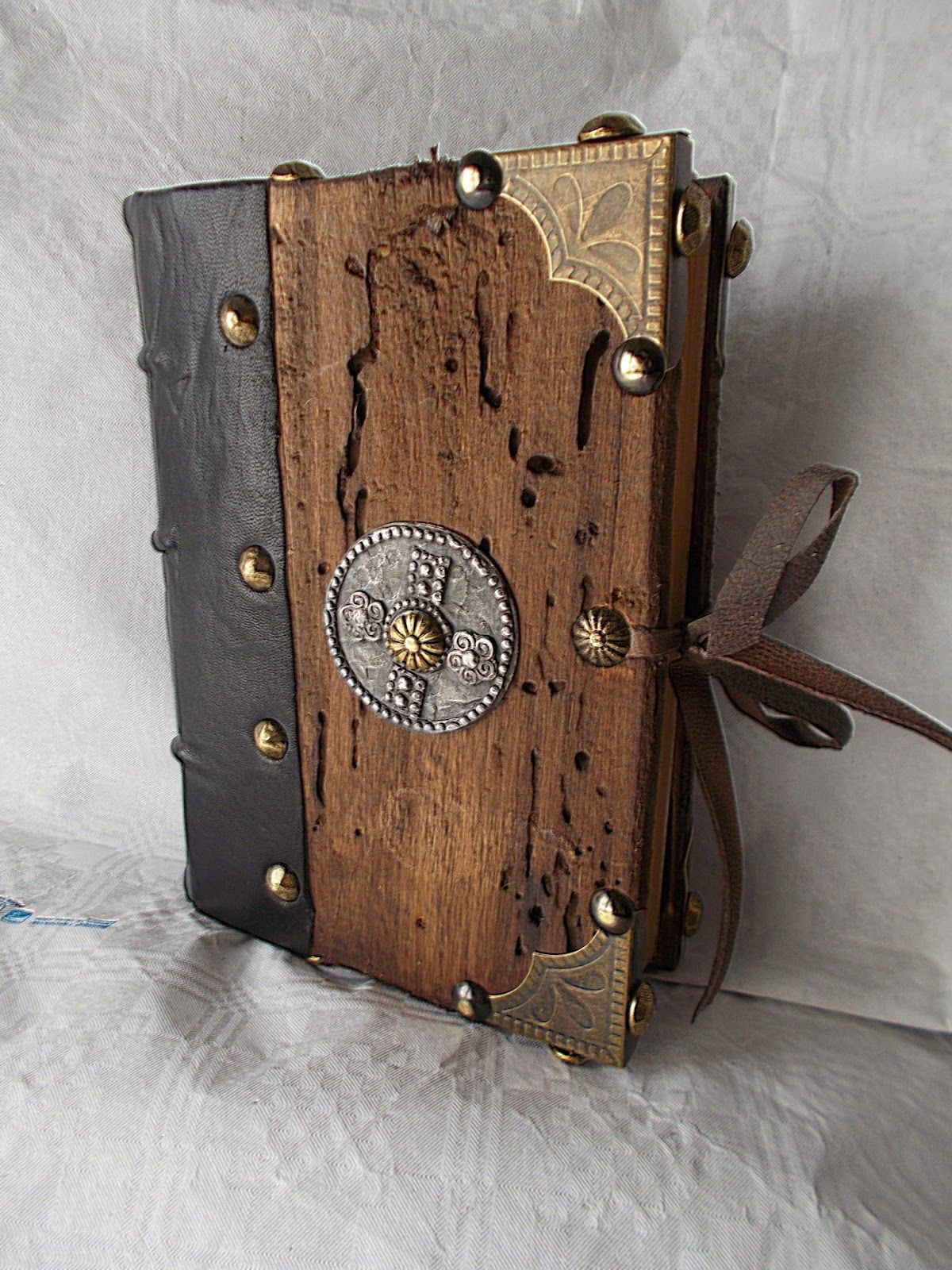 Jo Malossi Et Amicorum Chalemagne S Book Handmade Bookbinding Wood Wood Book Handmade Books Leather Journal