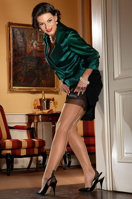 Sexy milf jan burton wanks in fully fashioned stockings
