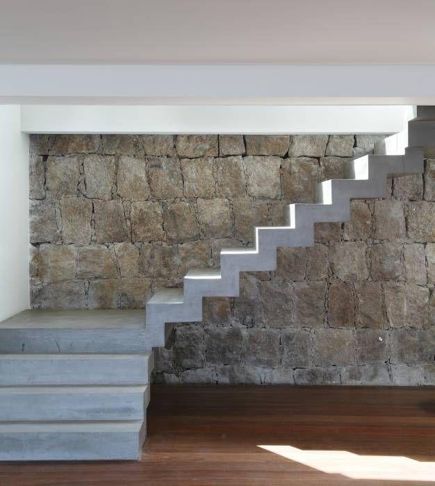 Pasillo, hall y escaleras de estilo translation missing: mx.style.pasillo-hall-y-escaleras.moderno por House in Rio