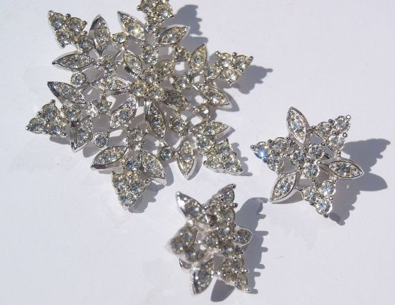 Goregeous Vintage Sarah Coventry Rhinestone Flower or Snowflake Brooch.  Add some bling to your wedding Dress!