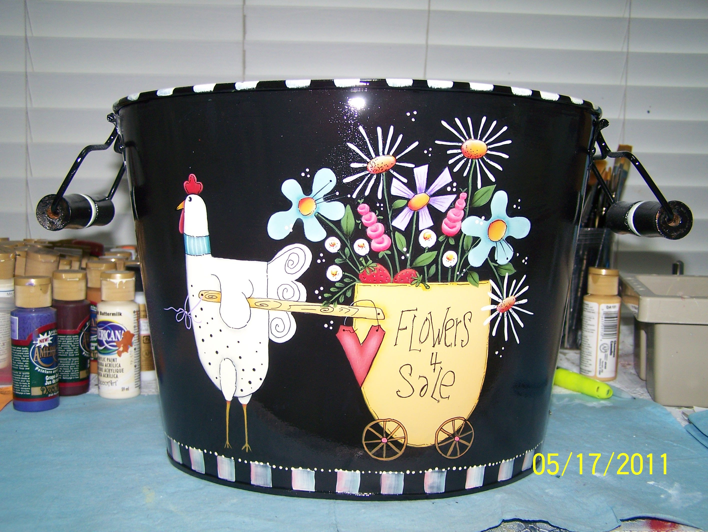bucket painted and taught by Bonnie...pattern by Shara Reiner   ....thetoleshop.com
