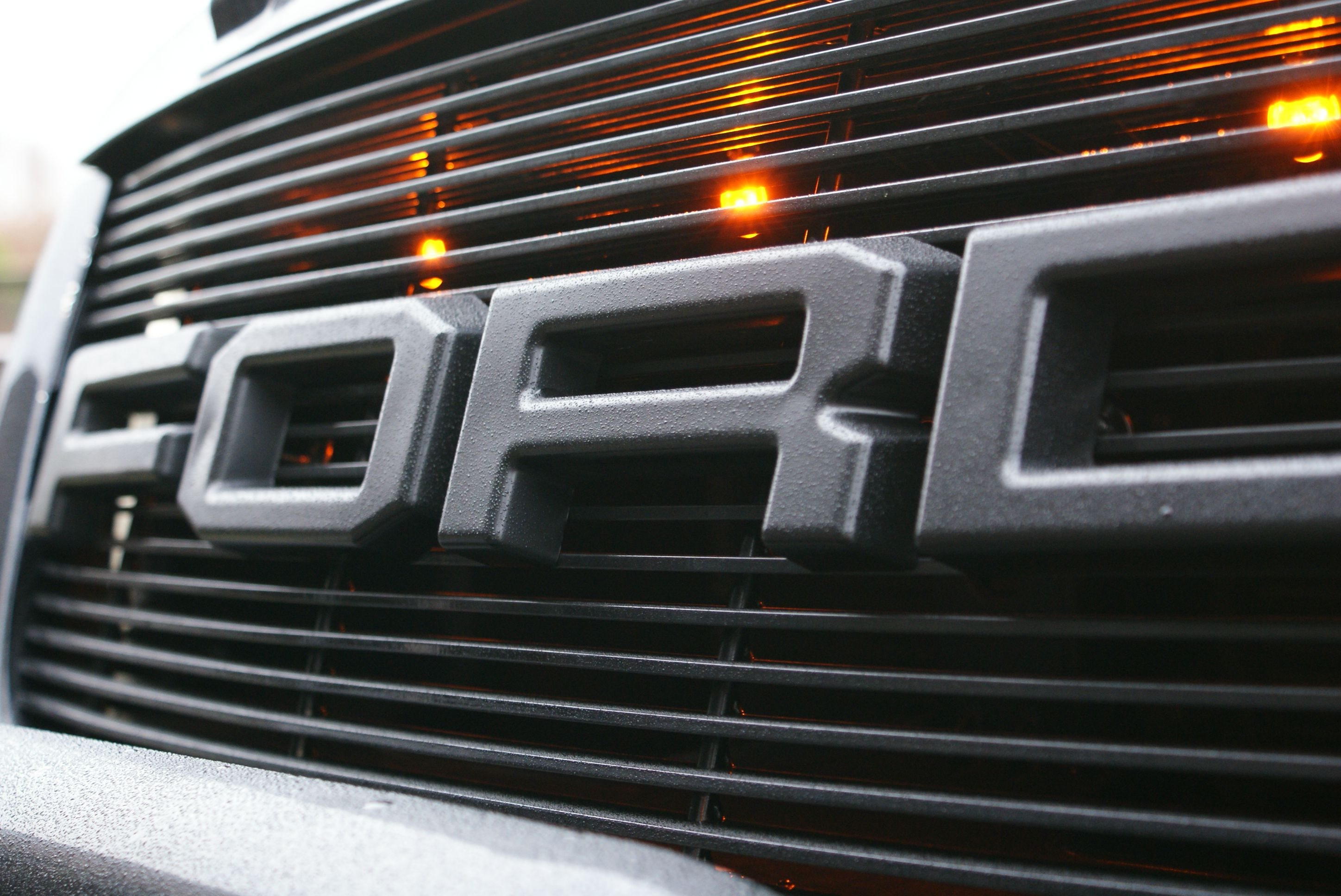Ford expedition 2003 with 1st ever raptor grill custom work i norway