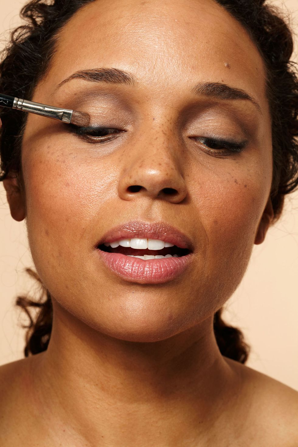 The Secret to Instantly Younger Eyes Makeup tips to look