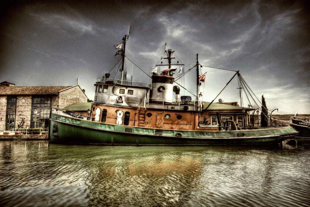 http://fc08.deviantart.net/fs49/i/2009/214/f/6/Boat_on_the_River_II_HDR_by_ISIK5.jpg