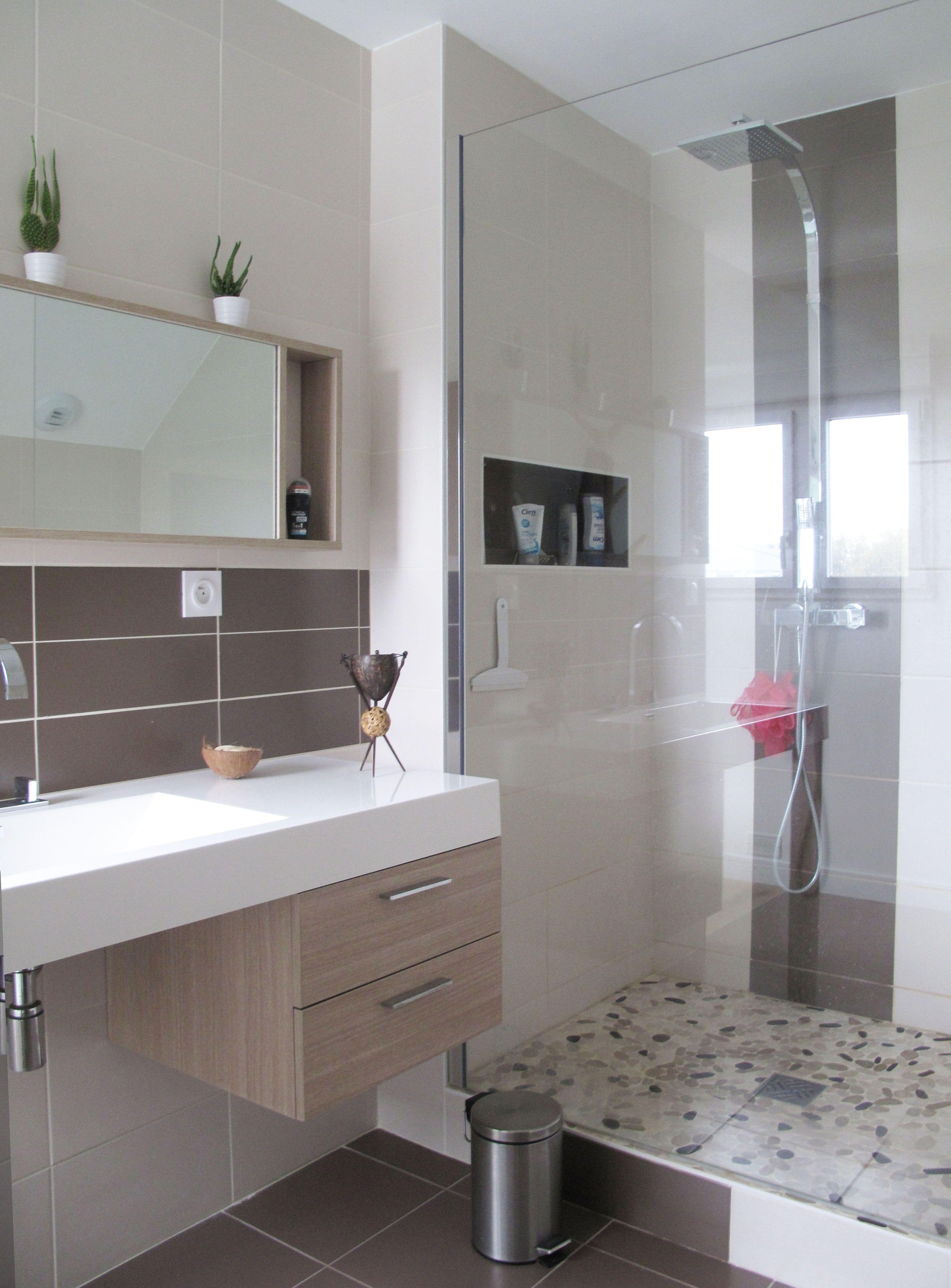 Chambre Et Salle De Bain Attenante tons naturels pour cette salle de bain attenante à la