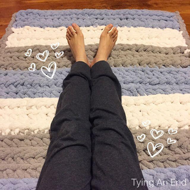 free pattern cloud fluffy rug made with bernat blanket big yarn