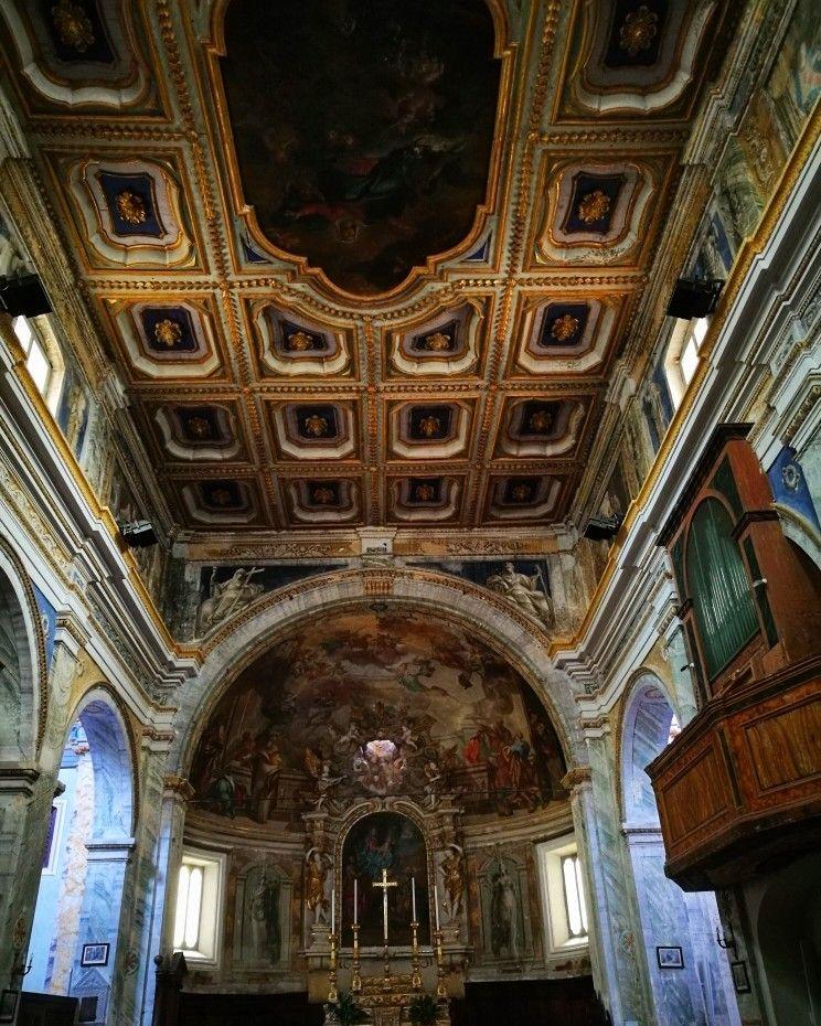 Interno della #Collegiata San Gregorio a Montone.