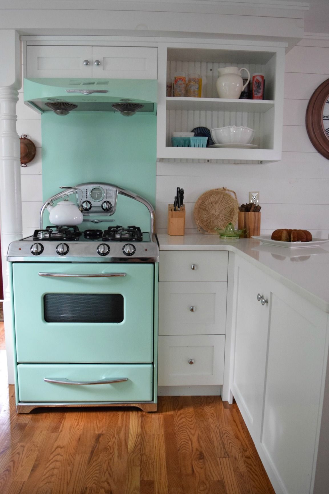 Beach House Tour And Retro Kitchen Nesting With Grace Retro Kitchen Beach Kitchens Beach House Tour