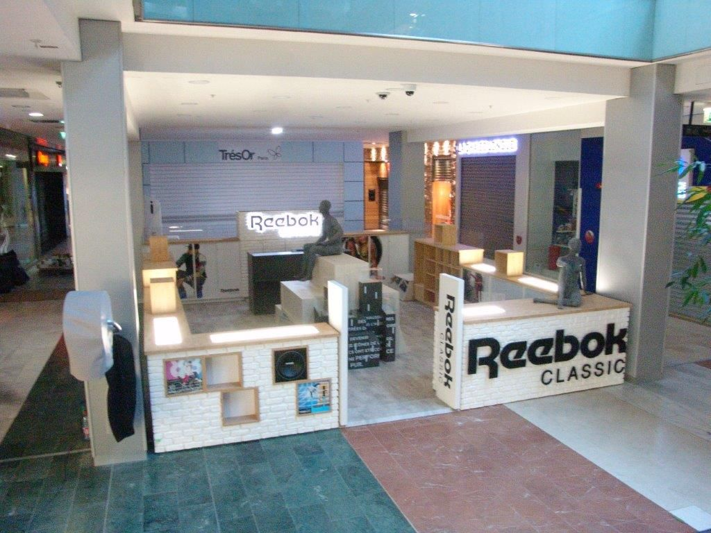 #Stand éphémère #Reebok #surmesure installé au sein du #centre #commercial de #Velizy