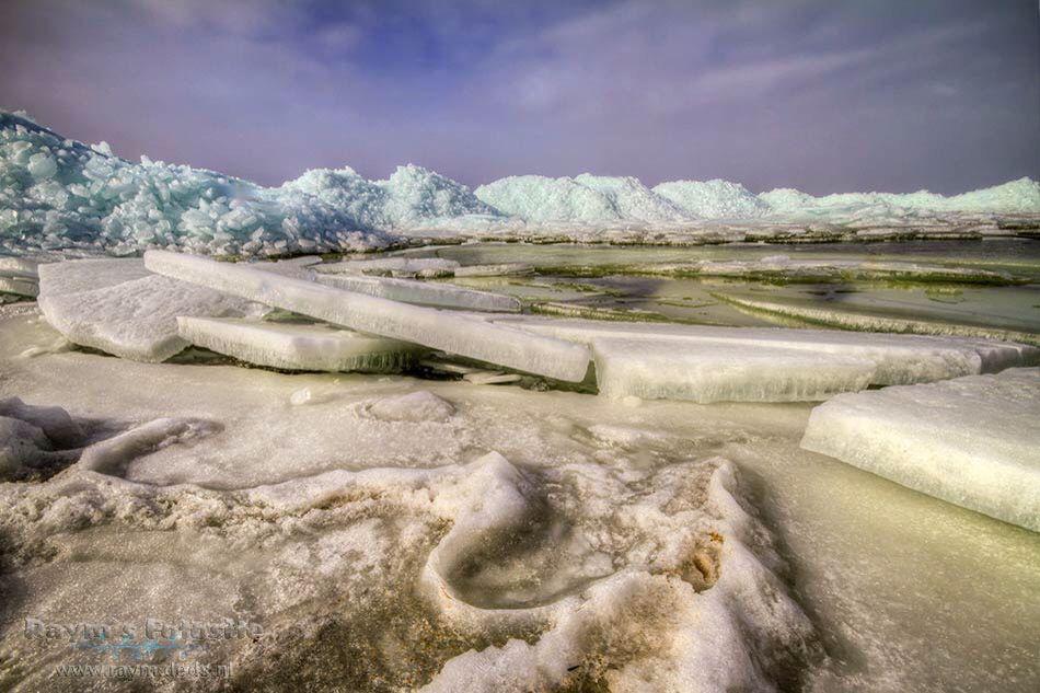 Kruiend ijs, Hindeloopen Foto: Raymond Friederichs