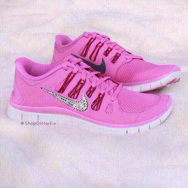 pick up df6bb ca3ec Pink glitter nike free runs | Shoes!! | Pink nike shoes ...
