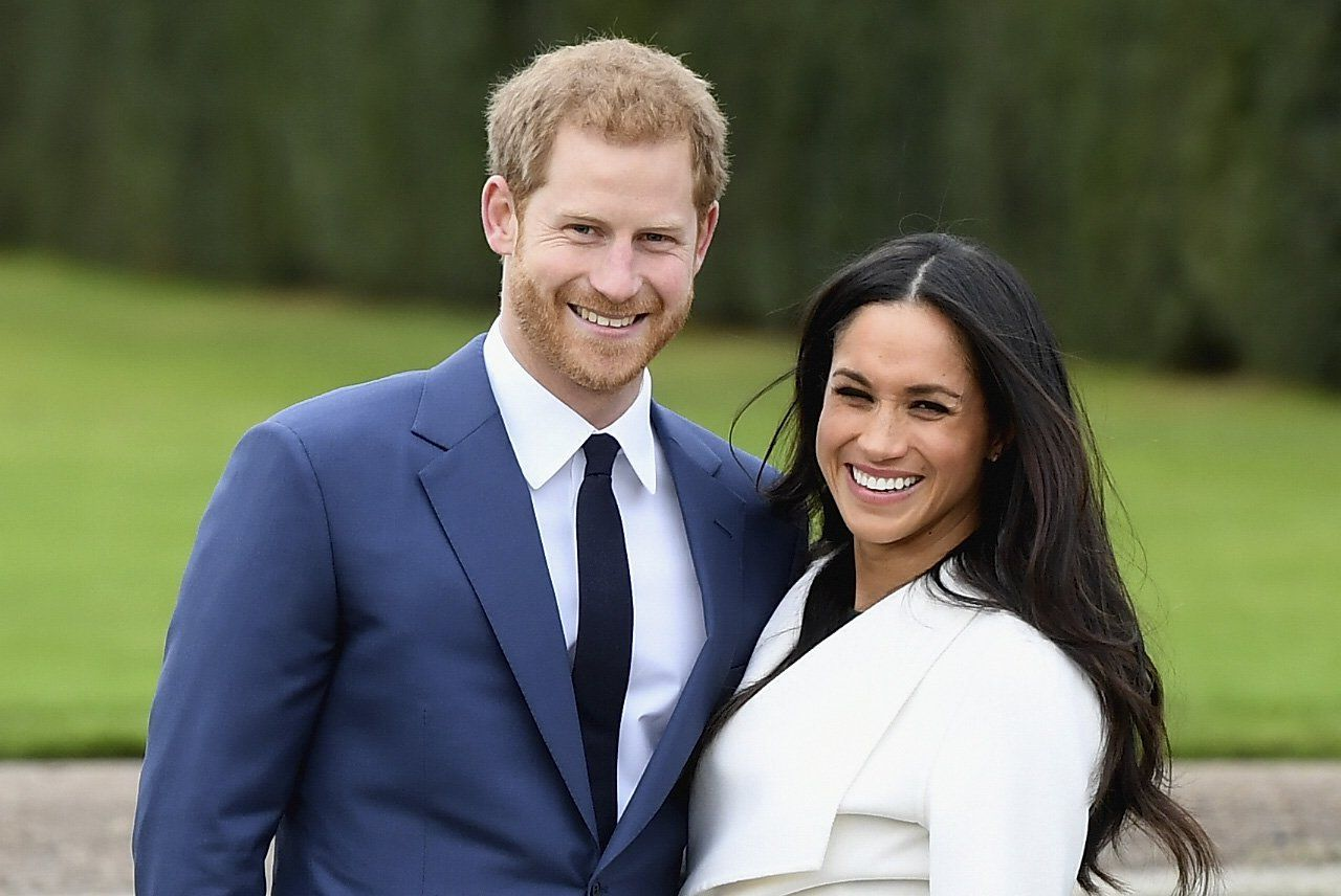 Prince Harry Only Has Eyes For Meghan Markle While Announcing ...