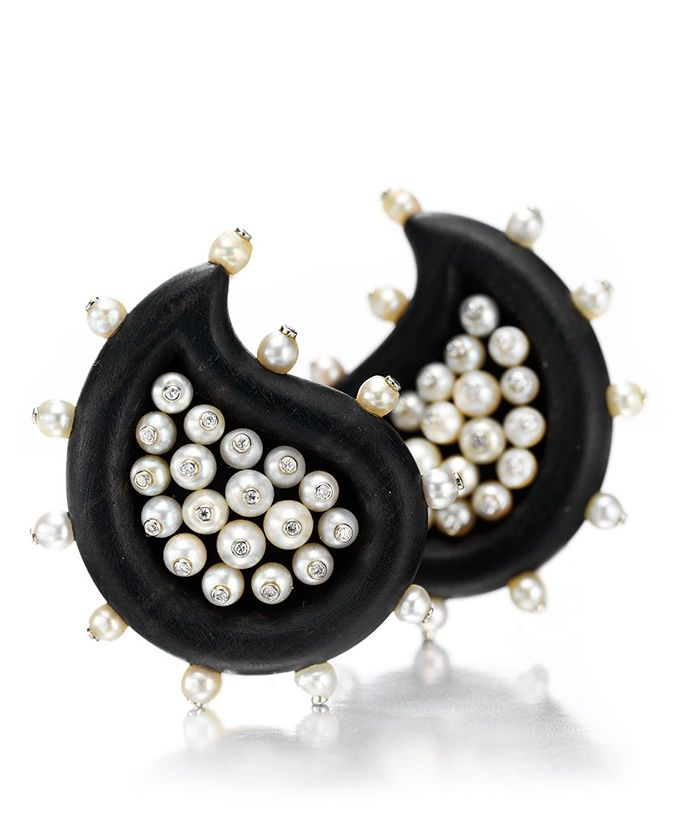 A PAIR OF PEARL, DIAMOND AND EBONY EAR CLIPS, BY JAR