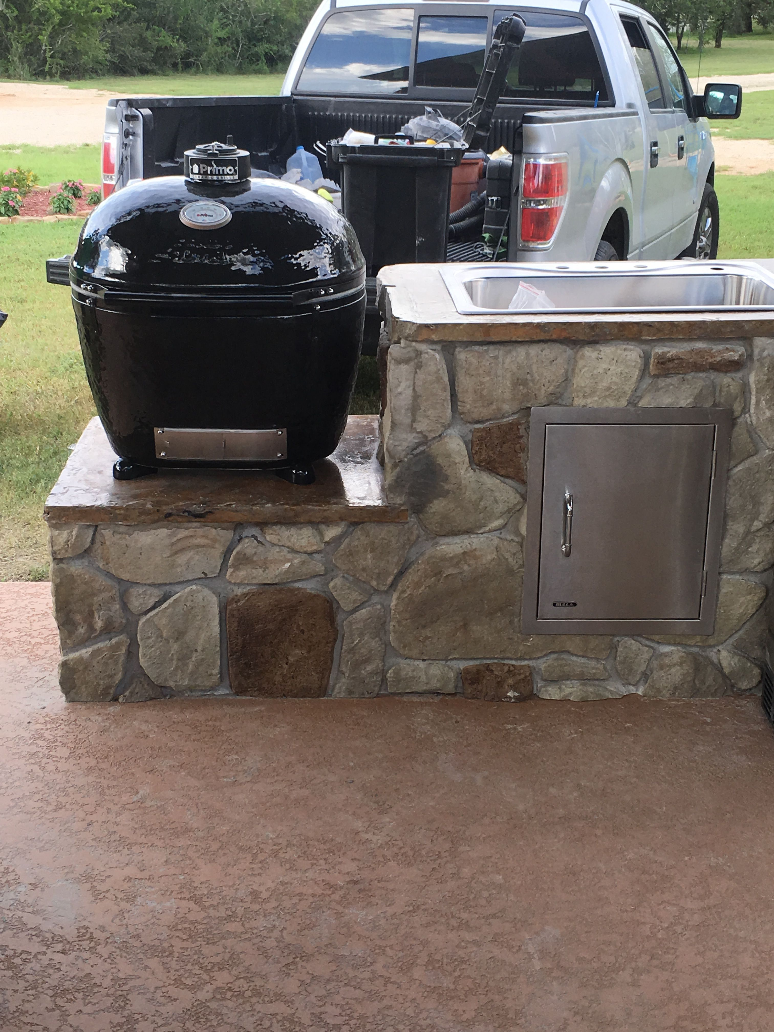 Outdoor Kitchen People Don T Believe This Is Made Of Concrete Created By Gebhardt Designs Austin San Antonio Area Outdoor Kitchen Outdoor Outdoor Decor