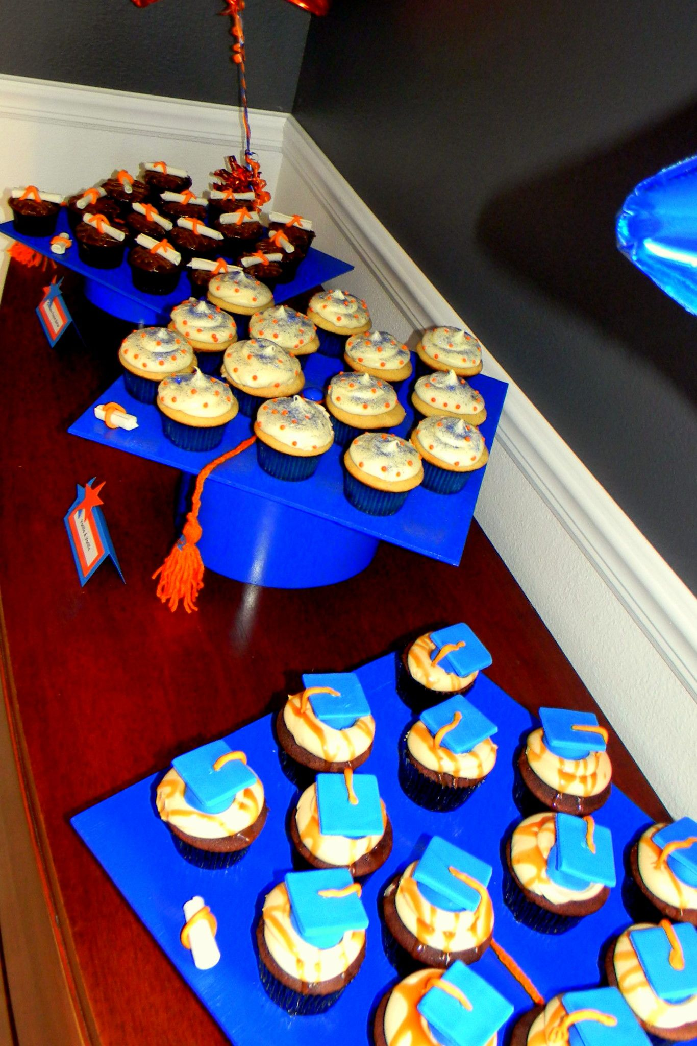 Cupcake Decorating Ideas Graduation Party : Graduation Cap Cupcake Display www.sweetycakes.org ...