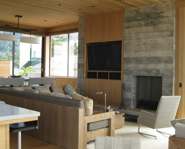 Colocar una televisión y una chimenea en la misma pared requiere un equilibrio. Estos dos elementos del salón necesitan un plan preciso para dar al espacio un toque de calidez y comodidad. Las distintas combinaciones pueden ayudar a lograr un lugar armonioso.