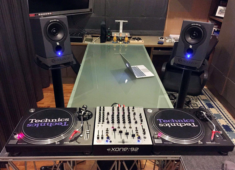 xone 92 djing djing equipment turntable setup dj equipment technics turntables. Black Bedroom Furniture Sets. Home Design Ideas