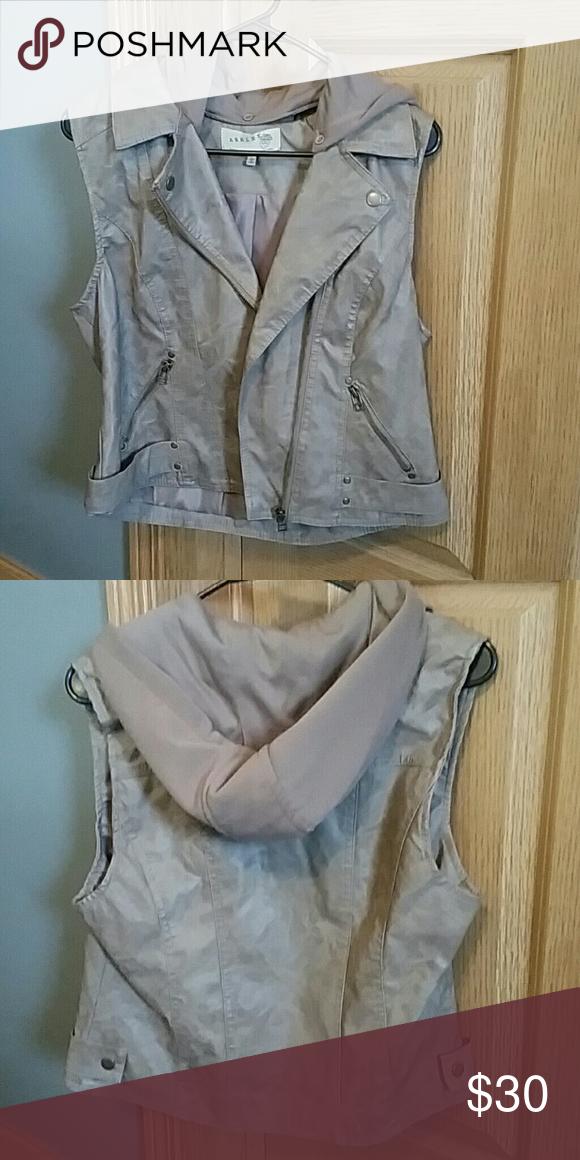 Hooded leather vest Nwot tan hooded leather vest size L,smoke free home Jackets & Coats Vests