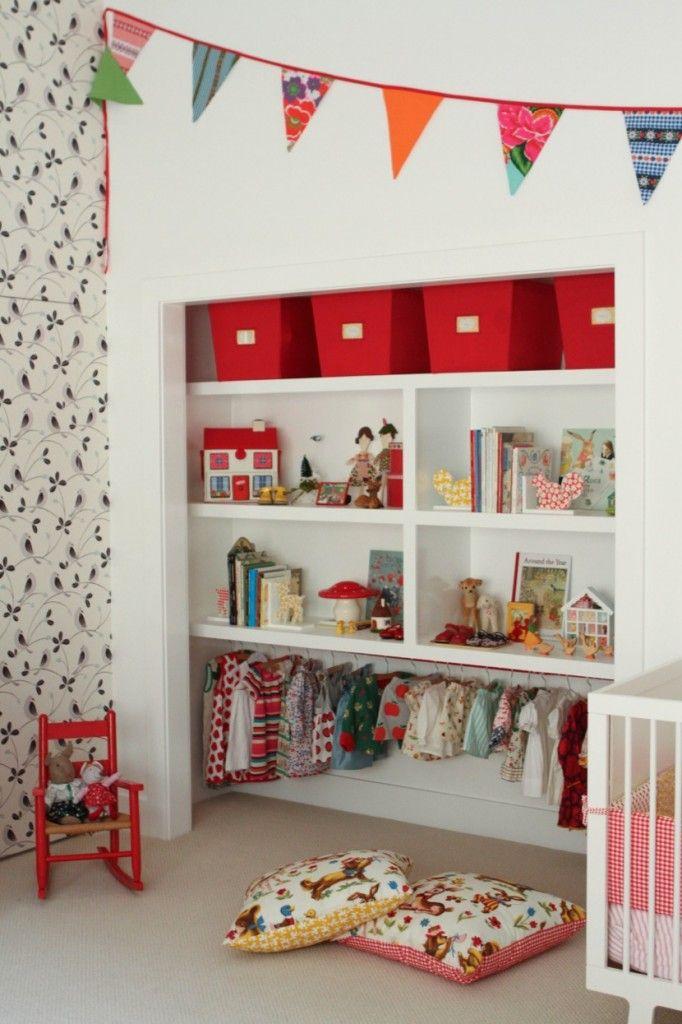 Los armarios sin puerta son una gran elección para la gente organizada. Si te gusta tener cada cosa en su sitio, este tipo de almacenaje es ideal para ti, ya que puedes complementarlo como quieras.