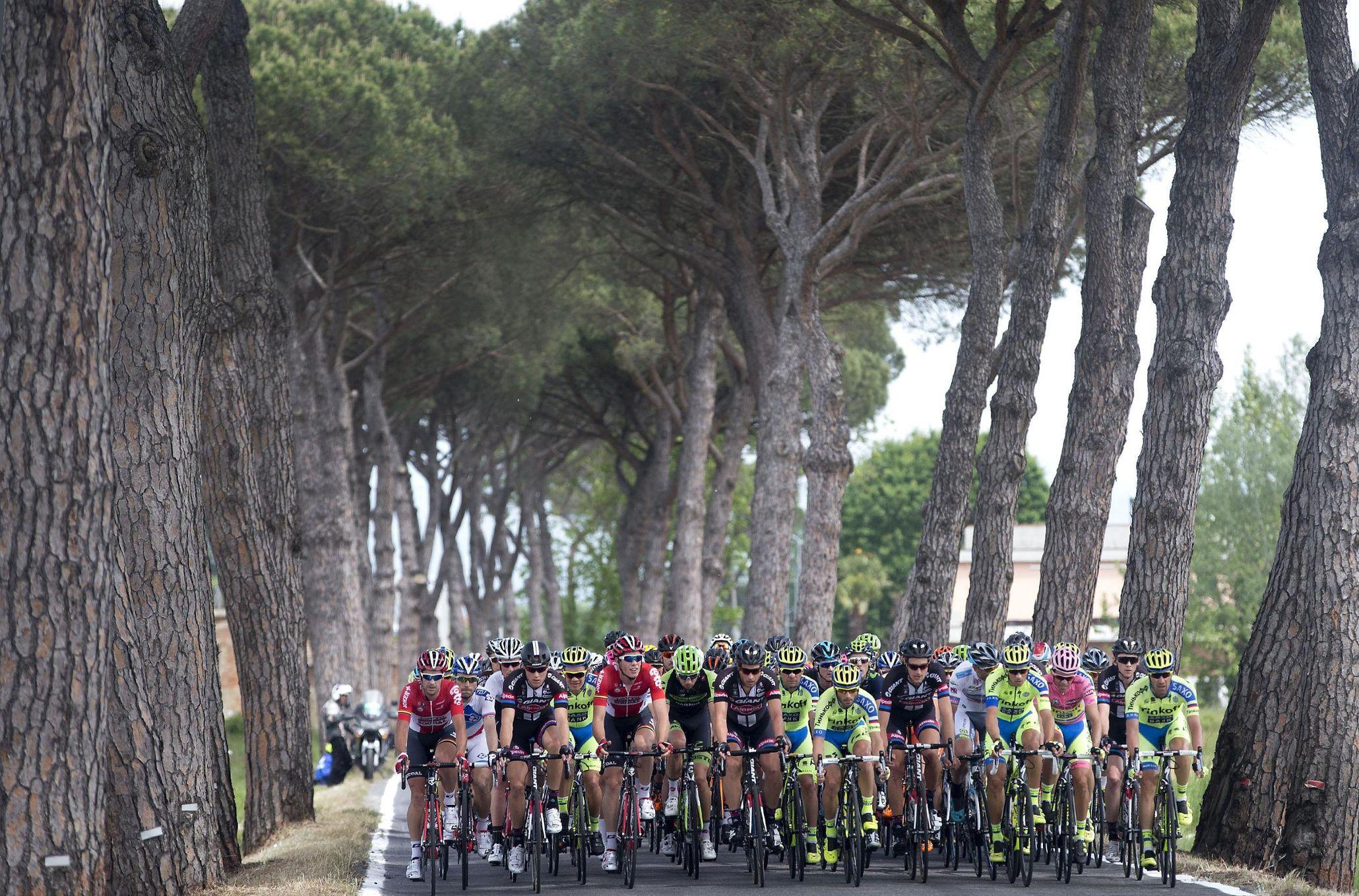 Giro d'Italia 2015: Montecatini Terme to Castiglione della Pascaia - superb pic by Claudio Peri/PA
