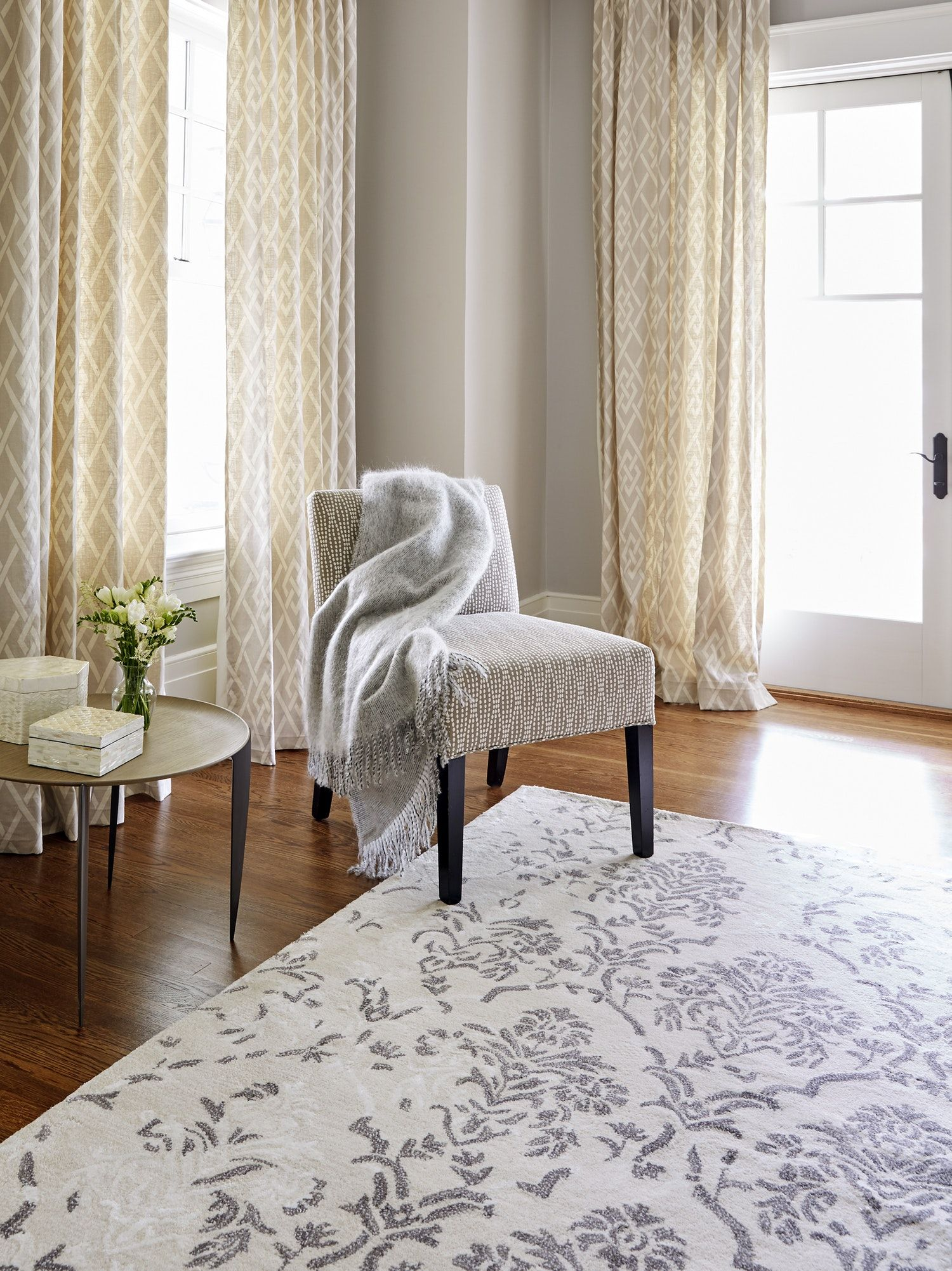 How To Choose The Right Rug Color Style And Staying Power Traditional Interior Design Area Rugs Home