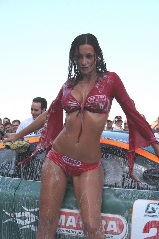 girls-bikini-cars