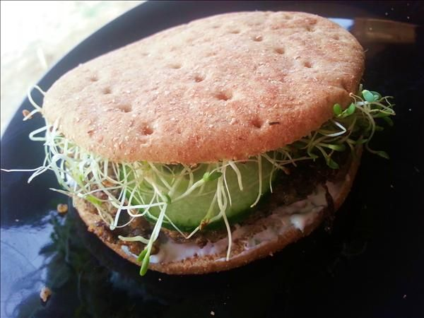 Quinoa veggie burgers yummy whole food mommies cooking blog yummy whole food mommies cooking blog whole food recipes forumfinder Images