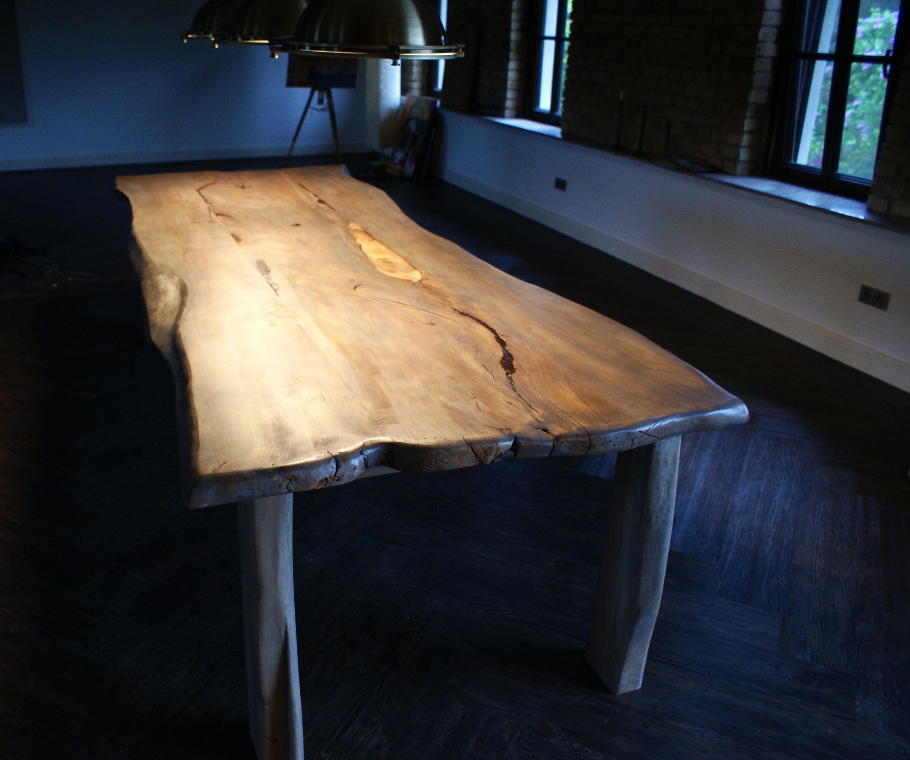 Holztisch rustikal  Großer Holztisch aus Ulme-Naturholz | maybe - similar - ideas ...