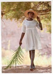 Kirjailtu mekko puuvillaa