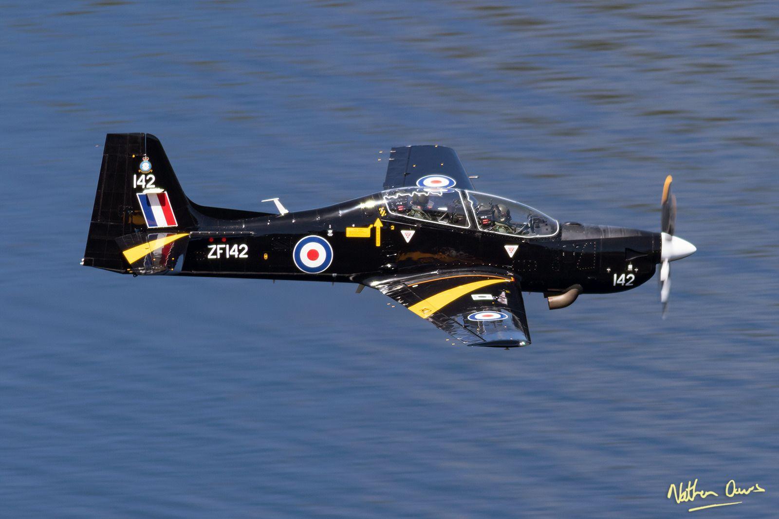 https://flic.kr/p/VhTf5s | RAF Shorts Tucano T.1 ZF142 low level at Ullswater