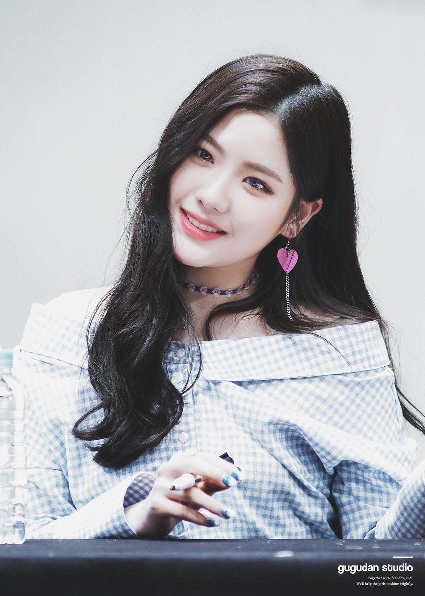 GUGUDAN - Jo HyeYeon 조혜연 at 'A Girl Like Me' Ilsan fansign 170305 #구구단 #Gu9udan #gx9 #나같은애
