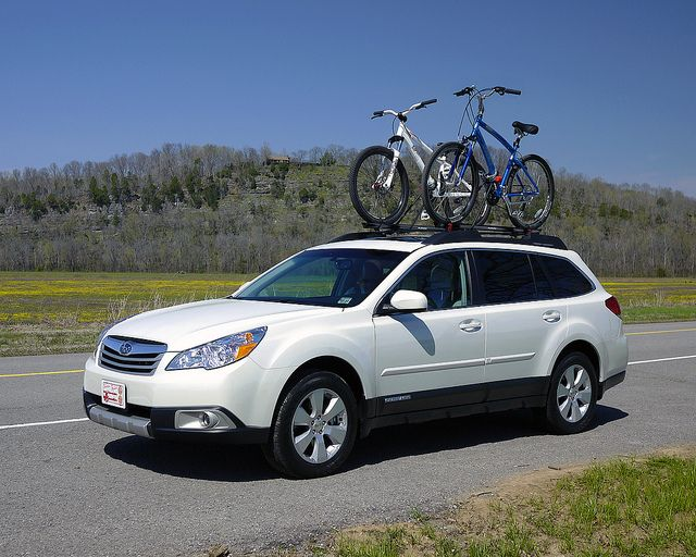 White Subaru Outback With Yakima Rack Google Search Subaru Outback Bike Subaru