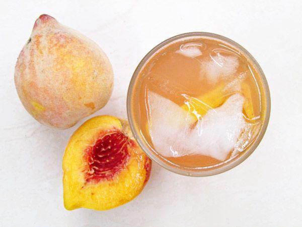 Fresh Peach Lemonade by tesathome: Fill your mouth with the fragrant burst of sweet summer peaches! #Peach #Lemonade #tesathome
