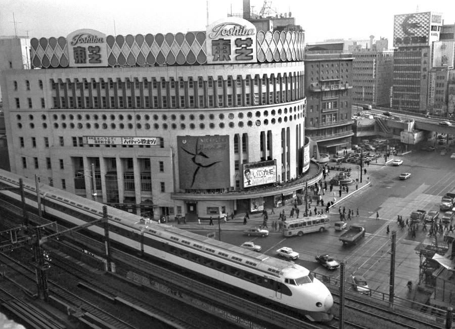 0 Series Shinkansen in 1965's Tokyo
