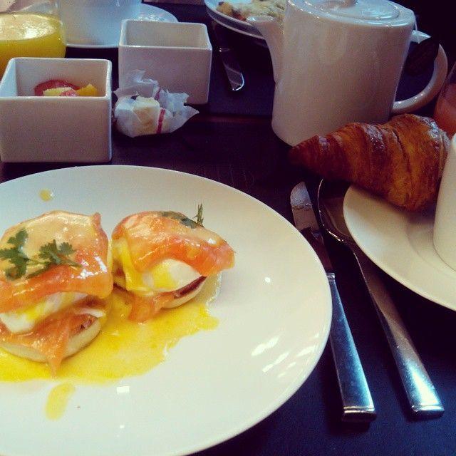 Después de este desayuno frances... Vamos a una master class con el maquillador oficial de la marca // happy breakfast!