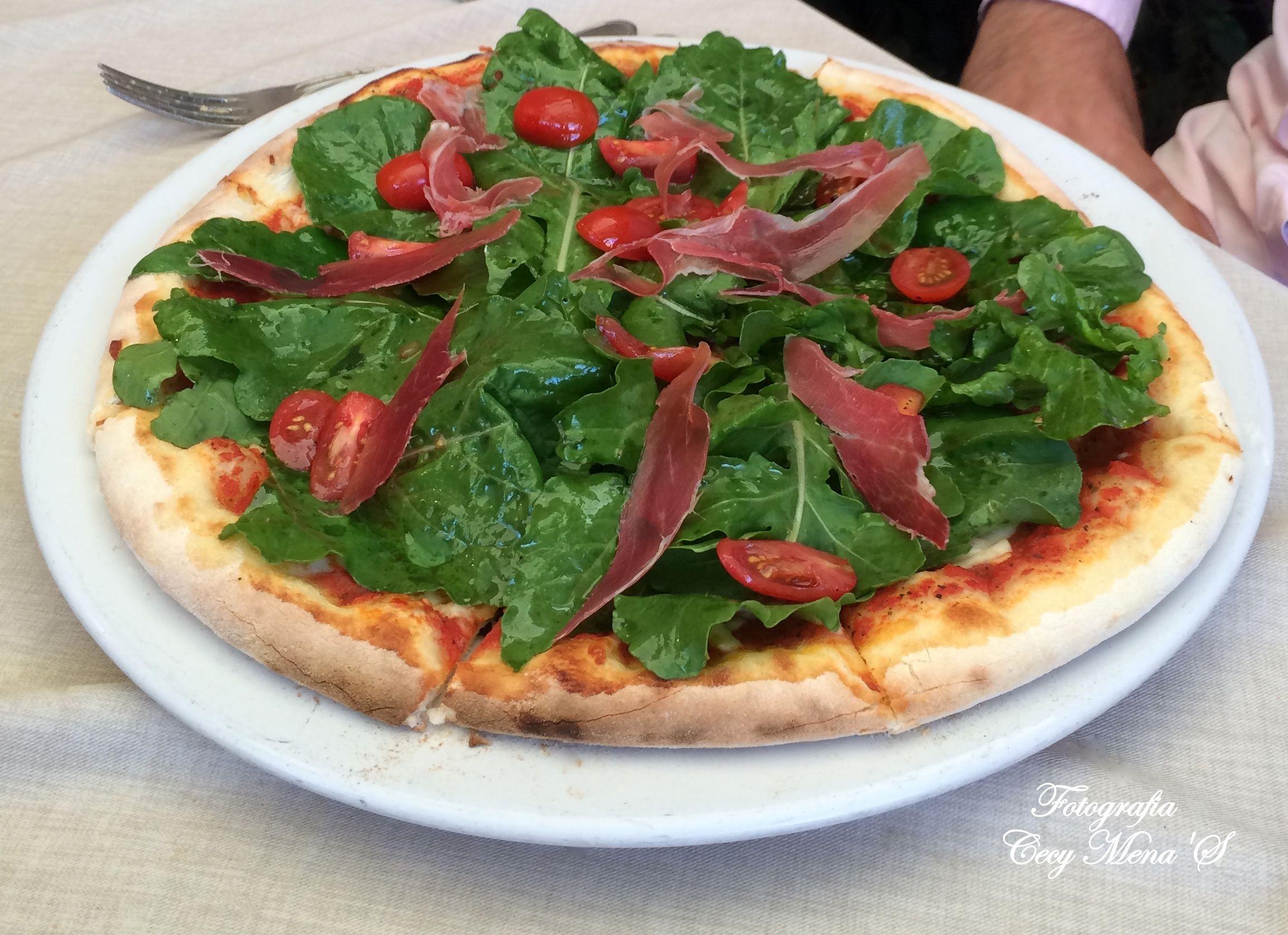 Pizza con jamón serrano.