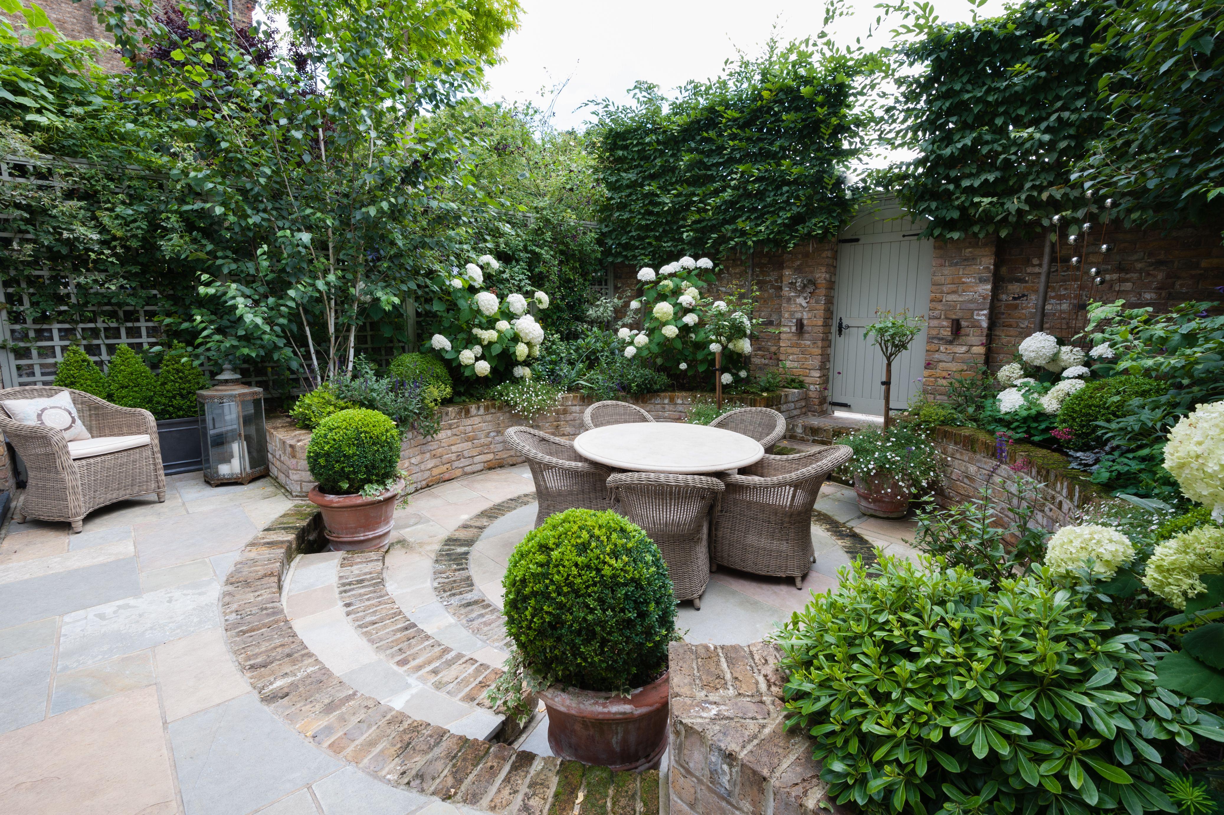 absolutly beautiful small courtyard garden by karen rogers