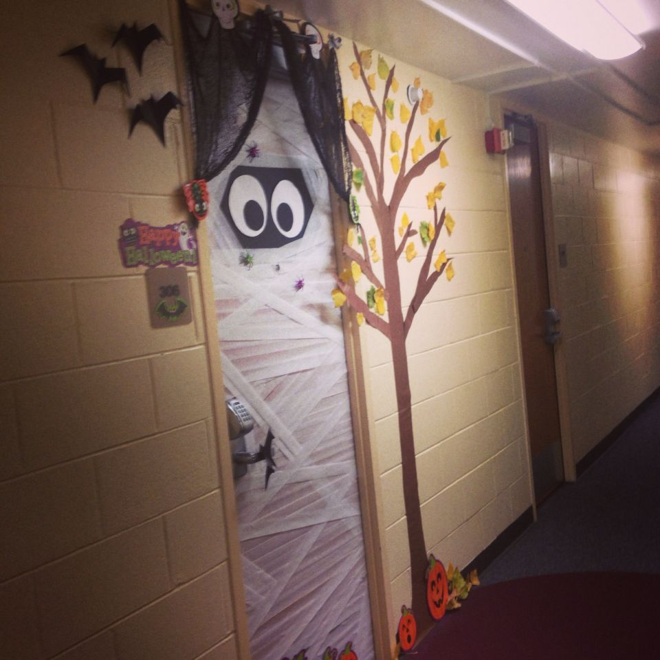Cute Halloween dorm room door decor #diy   College ...