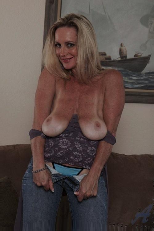 Erotic female master hypnotist