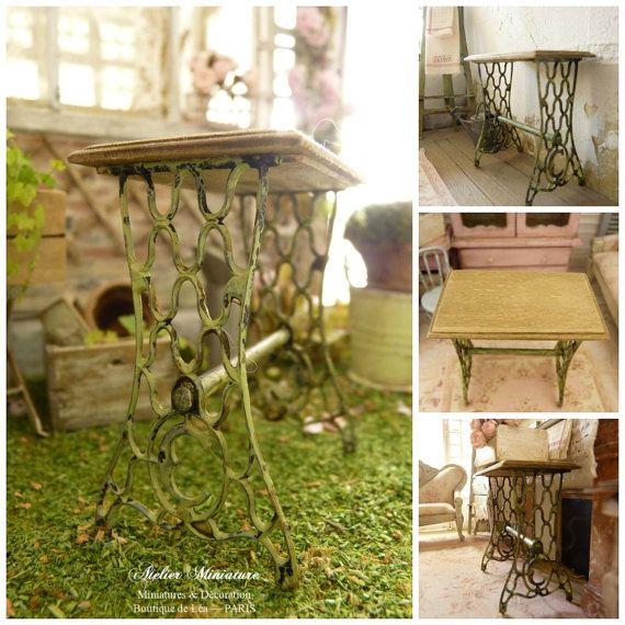 Table d\'appoint miniature en bois et plastique rigide ...