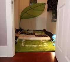 montessori bedroom toddler, I really like the giant leaf.