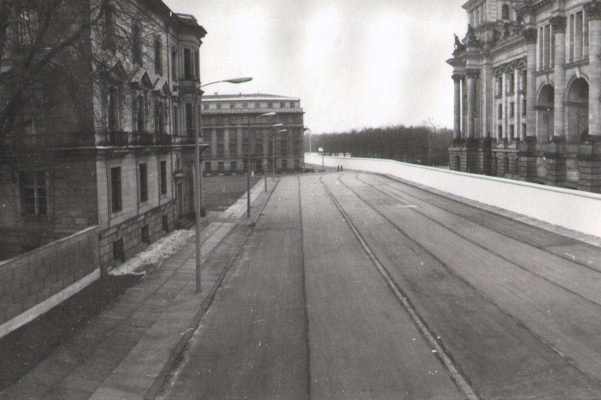 Am Reichstagsgebaude Ostseite Blick Vom Norden Berliner Mauer Berlin Geschichte Reichstagsgebaude