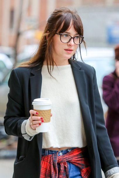 Dakota Johnsons Frisuren Makeover Magic Pony Frisur Brille