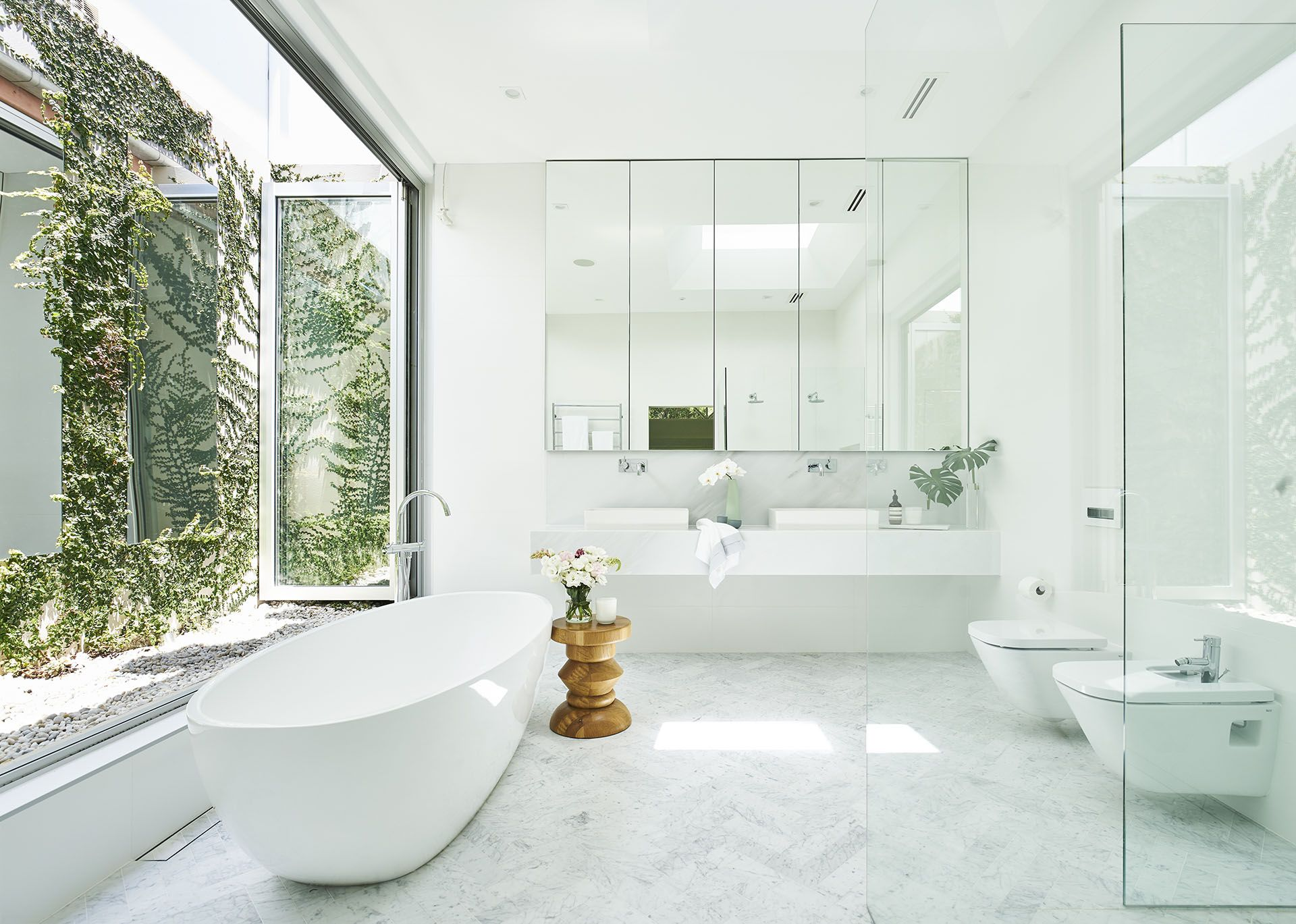 A White Bathroom With Its Own Courtyard | Marbles and House