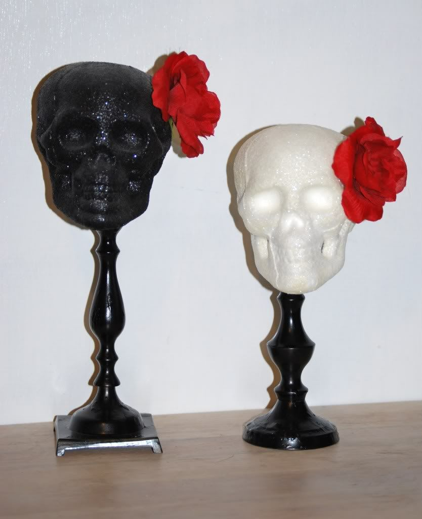 A Classy Halloween Decoration Love The Glitter And Roses