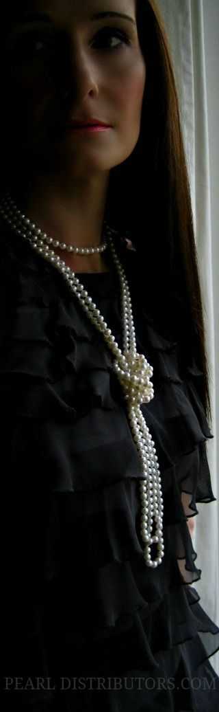 Si vous ne trouvez pas comment faire briller votre tenue, un collier à perles peut être la solution. Simple, délicat et éclatant.